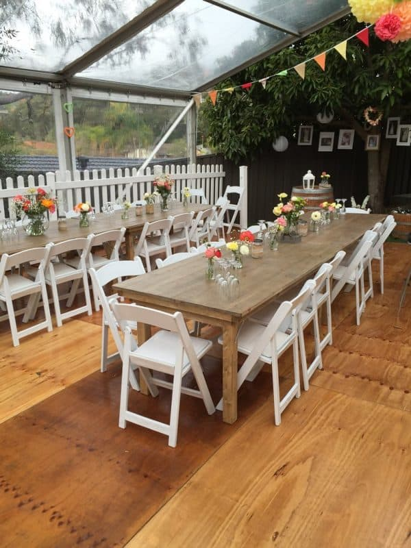 Rustic table in marquee 2 800p